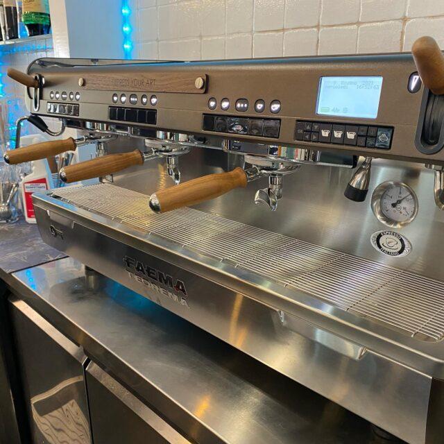 #Bar #LaRinascita #Faema #Teorema #Wood #faema #faemagram #faemaprestige #expressyourart #barista #baristagram #baristalife #baristastyle #espressomachine #coffeeoftheday #coffeegram #coffeeislife #coffeeholic  ##espressoshot