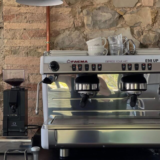 #CasaledellaLuna #Faema #faema #faemagram #faemaprestige #expressyourart #barista #baristagram #baristalife #baristastyle #espressomachine #coffeeoftheday #coffeegram #coffeeislife #coffeeholic  ##espressoshot